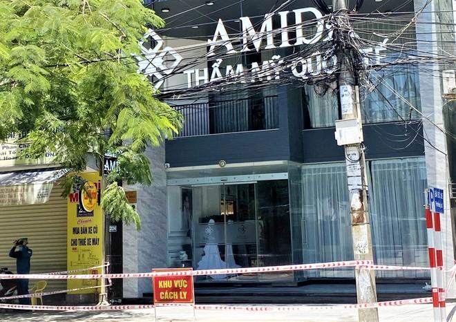 Lịch trình chóng mặt của bảo vệ thẩm mỹ viện ở Đà Nẵng: Đi đám cưới tại Quảng Ngãi, du lịch Quy Nhơn dịp lễ 30/4 và ăn uống tại nhiều nơi đông người - ảnh 1