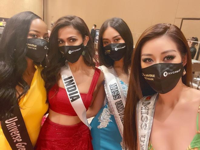 Khánh Vân lại chặt đẹp với outfit hở bạo khoe ngực căng và bụng phẳng, được đối thủ Thái Lan nhận xét thế này? - ảnh 9