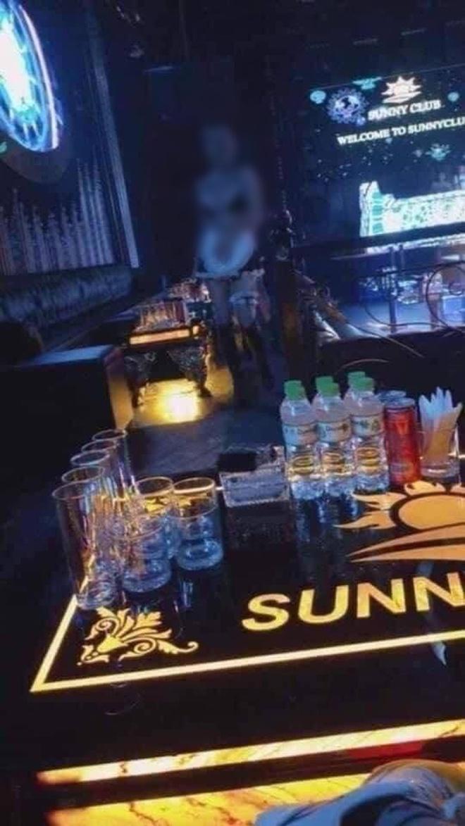 Loạt clip nhạy cảm được cho là bên trong quán bar Sunny, ổ dịch Covid-19 Vĩnh Phúc vừa bị tước giấy phép kinh doanh - Ảnh 2.