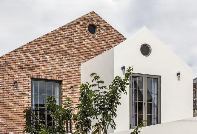 Vợ chồng 9X xây ngôi nhà lấy cảm hứng từ nhà rông và kiến trúc Pháp, riêng vật liệu phải lặn lội xuống Đồng Nai mua về - Ảnh 3.