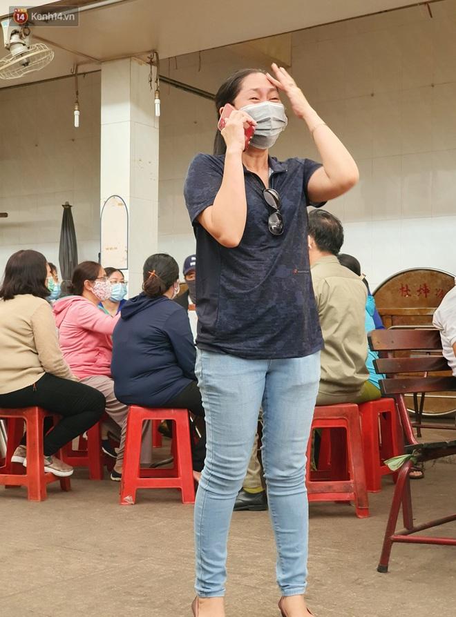 Người thân ngã quỵ, chờ đợi đón nhận 8 thi thể trong vụ cháy ở Sài Gòn: Thằng Đ. nó hẹn lên chơi ít bữa rồi về, vậy mà có về được nữa đâu - ảnh 2