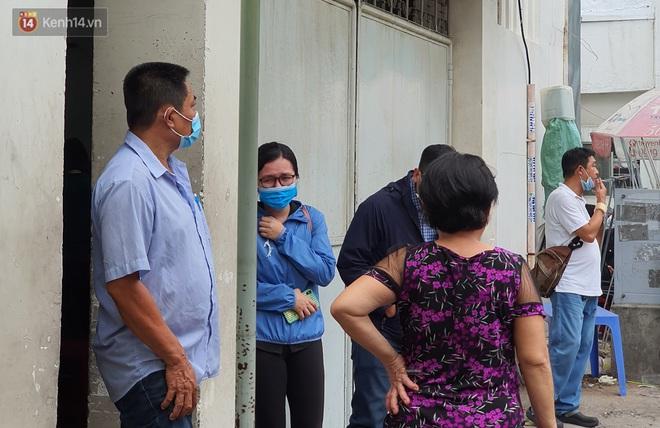 Người thân ngã quỵ, chờ đợi đón nhận 8 thi thể trong vụ cháy ở Sài Gòn: Thằng Đ. nó hẹn lên chơi ít bữa rồi về, vậy mà có về được nữa đâu - ảnh 9