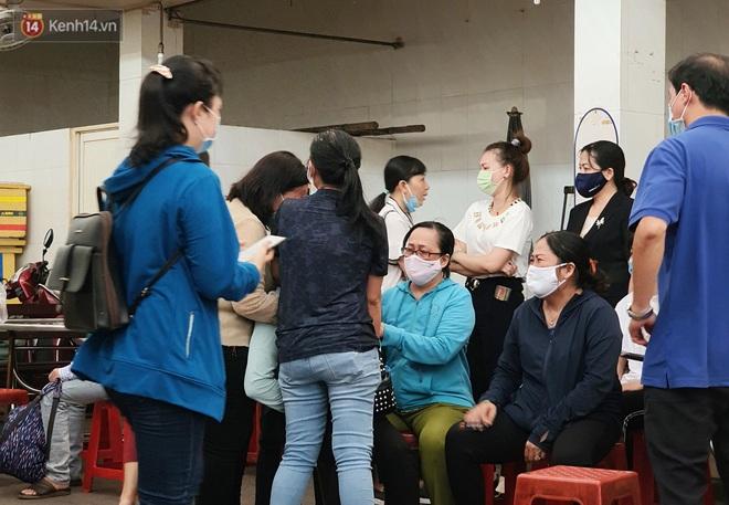 Người thân ngã quỵ, chờ đợi đón nhận 8 thi thể trong vụ cháy ở Sài Gòn: Thằng Đ. nó hẹn lên chơi ít bữa rồi về, vậy mà có về được nữa đâu - ảnh 4