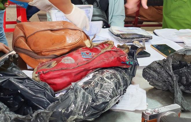 Người thân ngã quỵ, chờ đợi đón nhận 8 thi thể trong vụ cháy ở Sài Gòn: Thằng Đ. nó hẹn lên chơi ít bữa rồi về, vậy mà có về được nữa đâu - ảnh 12
