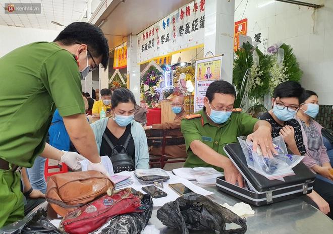Người thân ngã quỵ, chờ đợi đón nhận 8 thi thể trong vụ cháy ở Sài Gòn: Thằng Đ. nó hẹn lên chơi ít bữa rồi về, vậy mà có về được nữa đâu - ảnh 11