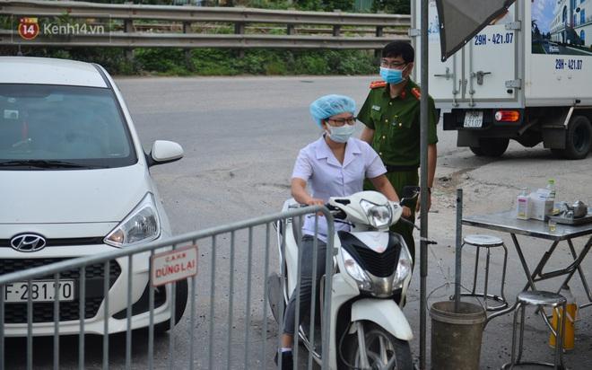Hà Nội: Cận cảnh khu vực phong toả 6.000 dân ở Thường Tín, nhiều người đi làm ngỡ ngàng phải quay xe - ảnh 5