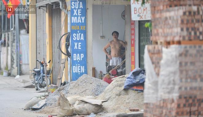 Hà Nội: Cận cảnh khu vực phong toả 6.000 dân ở Thường Tín, nhiều người đi làm ngỡ ngàng phải quay xe - ảnh 13