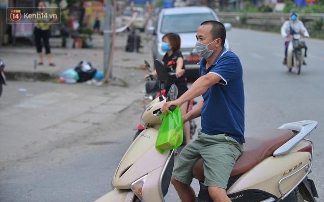 Hà Nội: Cận cảnh khu vực phong toả 6.000 dân ở Thường Tín, nhiều người đi làm ngỡ ngàng phải quay xe - ảnh 19