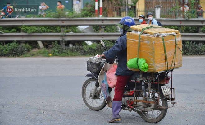 Hà Nội: Cận cảnh khu vực phong toả 6.000 dân ở Thường Tín, nhiều người đi làm ngỡ ngàng phải quay xe - ảnh 20