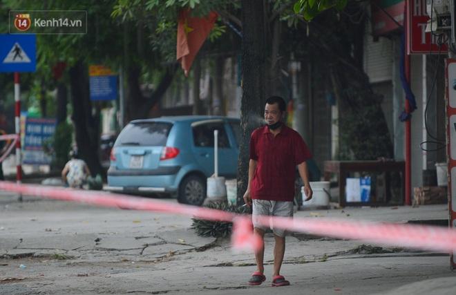Hà Nội: Cận cảnh khu vực phong toả 6.000 dân ở Thường Tín, nhiều người đi làm ngỡ ngàng phải quay xe - ảnh 11