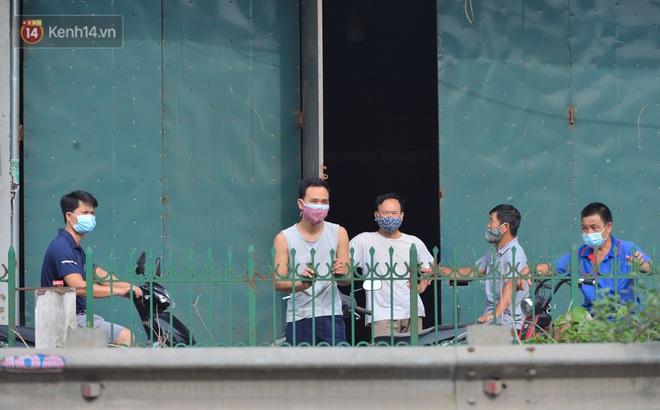 Hà Nội: Cận cảnh khu vực phong toả 6.000 dân ở Thường Tín, nhiều người đi làm ngỡ ngàng phải quay xe - ảnh 23