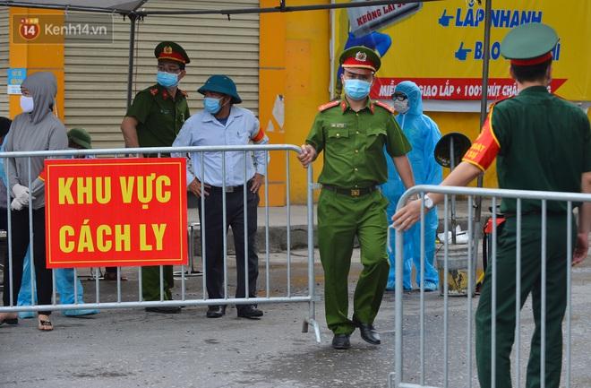 Hà Nội: Cận cảnh khu vực phong toả 6.000 dân ở Thường Tín, nhiều người đi làm ngỡ ngàng phải quay xe - ảnh 1