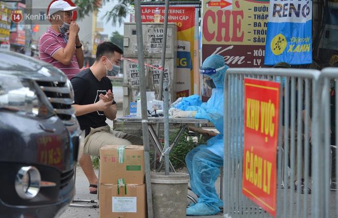 Hà Nội: Cận cảnh khu vực phong toả 6.000 dân ở Thường Tín, nhiều người đi làm ngỡ ngàng phải quay xe - ảnh 9