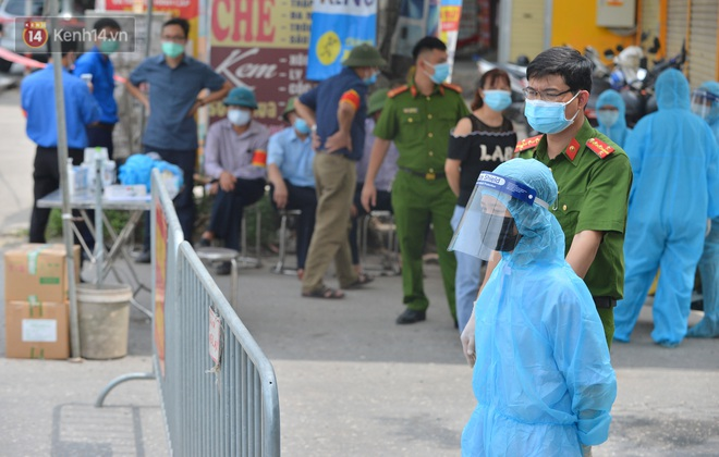 Hà Nội: Cận cảnh khu vực phong toả 6.000 dân ở Thường Tín, nhiều người đi làm ngỡ ngàng phải quay xe - ảnh 4