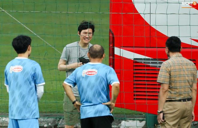 HLV Hà Nội FC tới xem tuyển Việt Nam tập luyện, thầy Park đưa đi gặp lãnh đạo VFF - ảnh 4