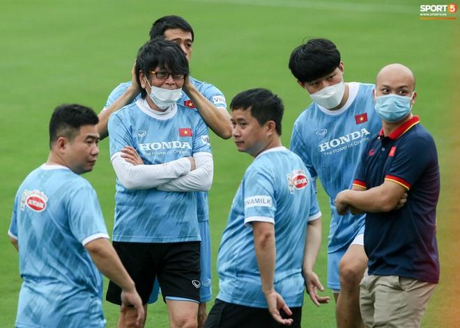 HLV Hà Nội FC tới xem tuyển Việt Nam tập luyện, thầy Park đưa đi gặp lãnh đạo VFF - ảnh 6