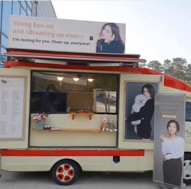 Song Hye Kyo được tặng xe cà phê ủng hộ phim mới, người gửi có liên quan đến chồng cũ Song Joong Ki? - ảnh 4