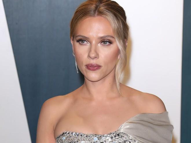 Scarlett Johansson tố cáo bị một tổ chức quấy rối và đặt câu hỏi xúc phạm, kêu gọi Hollywood tẩy chay mạnh mẽ - ảnh 1