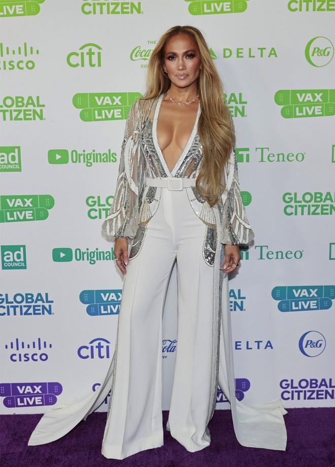 Selena Gomez dừ chát dù là host chủ trì, bị Jennifer Lopez bốc lửa hơn 23 tuổi và dàn sao chặt đẹp ở sự kiện khủng - ảnh 8