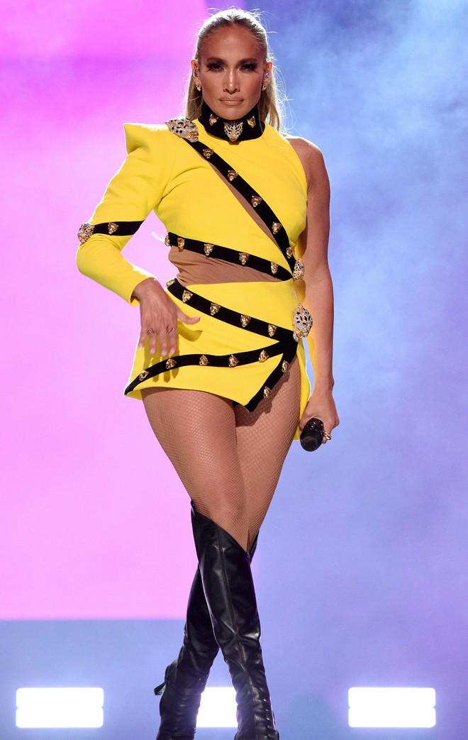 Selena Gomez dừ chát dù là host chủ trì, bị Jennifer Lopez bốc lửa hơn 23 tuổi và dàn sao chặt đẹp ở sự kiện khủng - ảnh 12