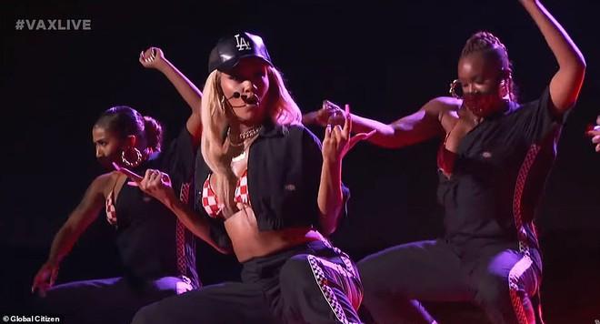 Selena Gomez dừ chát dù là host chủ trì, bị Jennifer Lopez bốc lửa hơn 23 tuổi và dàn sao chặt đẹp ở sự kiện khủng - ảnh 13