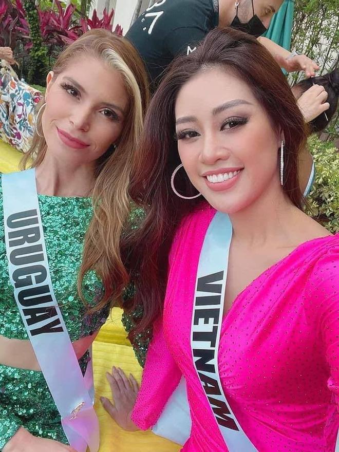 Bộ đầm mới của HH Khánh Vân bỗng bị so sánh với...