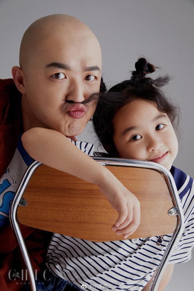 Sao Cbiz rộn ràng ngày 1/6: Hoa hậu Thế giới hạ sinh lần 2, Lý Dịch Phong cầu hôn bạn gái, dàn mỹ nhân đọ visual ngày bé cực gắt - Ảnh 7.