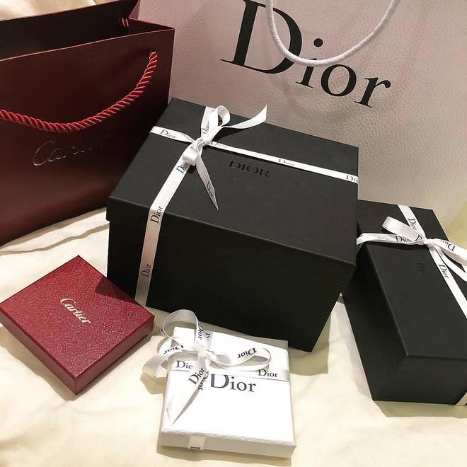 Choáng với BST hàng hiệu siêu khủng của rich kid 2k lái Ferrari đi học: Hermes, Dior, Chanel... đủ cả! - ảnh 10