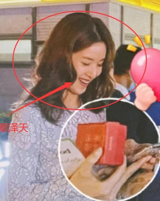 Hot girl trà sữa trong ống kính team qua đường có còn chuẩn khí chất nữ tỷ phú trẻ nhất Trung Quốc? - ảnh 5