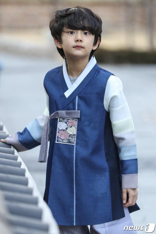 4 nhóc tì siêu cưng ở phim Hàn: Tiểu Lee Min Ho diễn cực đỉnh, 3 bé còn lại ai cũng muốn bắt về nuôi - Ảnh 5.