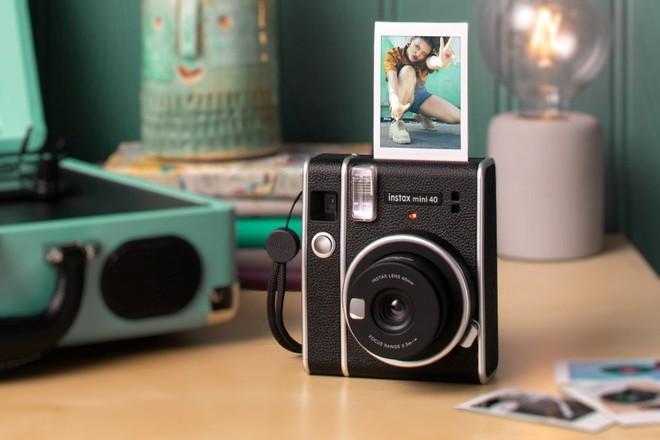 Fujifilm ra mắt máy chụp ảnh lấy liền Instax Mini 40 - ảnh 1