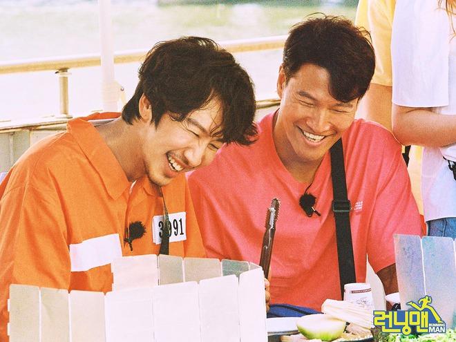 Bộ ảnh xúc động, đẹp như mơ của Lee Kwang Soo trong tập cuối ghi hình Running Man - ảnh 5