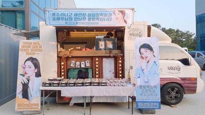 Song Hye Kyo check-in bên bữa tiệc thịnh soạn gây choáng chưa từng thấy, nhân vật bí ẩn nào gửi tặng đây? - ảnh 9