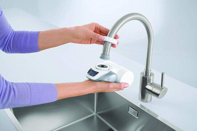 Cứ tưởng máy lọc nước tại vòi vô dụng mua về chỉ tốn tiền nhưng 4 điểm này đã làm tôi suy nghĩ lại - Ảnh 2.