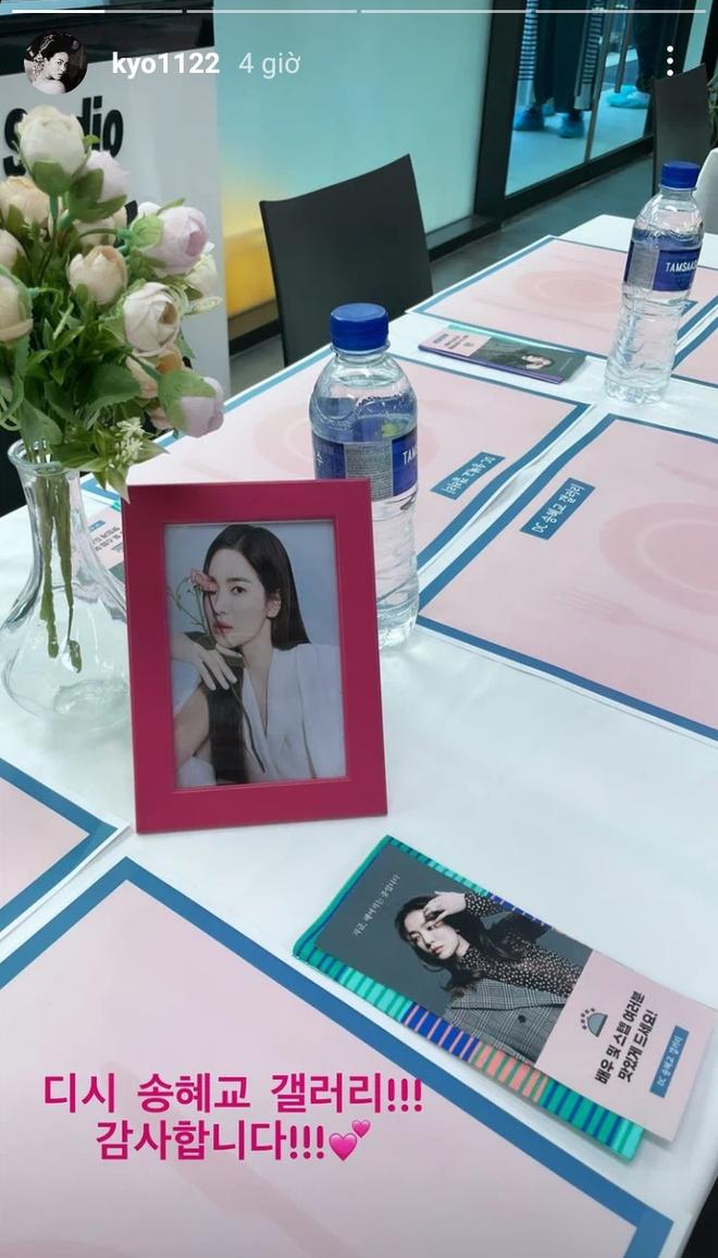 Song Hye Kyo check-in bên bữa tiệc thịnh soạn gây choáng chưa từng thấy, nhân vật bí ẩn nào gửi tặng đây? - ảnh 4