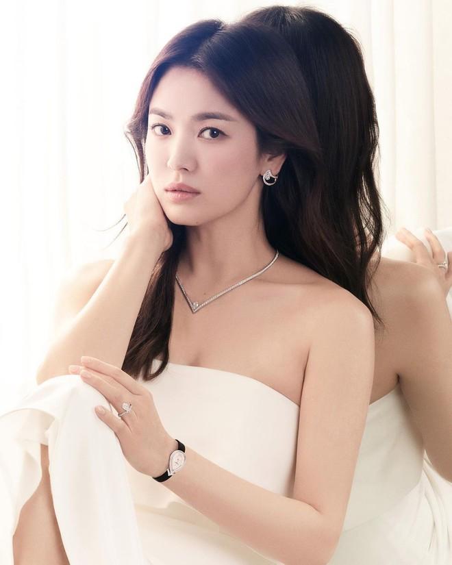 Song Hye Kyo check-in bên bữa tiệc thịnh soạn gây choáng chưa từng thấy, nhân vật bí ẩn nào gửi tặng đây? - ảnh 5