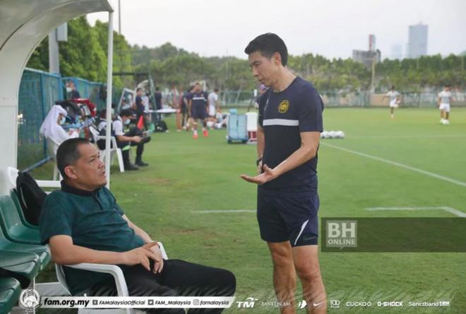 Chuyên gia thể thao Malaysia chỉ ra điểm thua thiệt của cả đội hình Việt Nam so với đối thủ đêm nay - ảnh 1