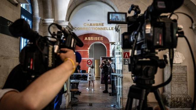 Người tát Tổng thống Pháp Macron bị phạt 18 tháng tù - ảnh 1