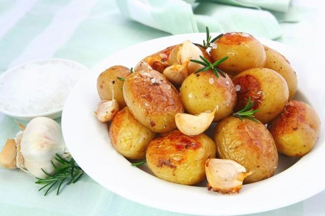 8 loại thực phẩm không nên hâm nóng bằng lò vi sóng vì gây hại cho sức khỏe và làm tăng nguy cơ ung thư - ảnh 5