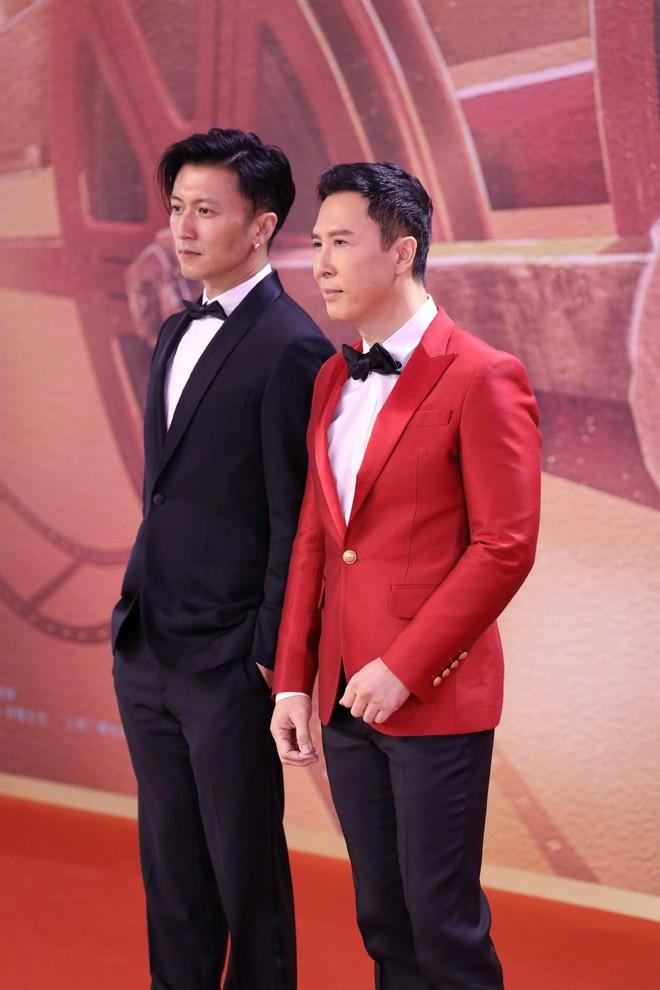 Siêu thảm đỏ LHP Thượng Hải: Nghê Ni khoe vòng 1 lấp ló, ai ngờ bị Châu Đông Vũ cùng đàn em 2001 chặt chém ác liệt - ảnh 10