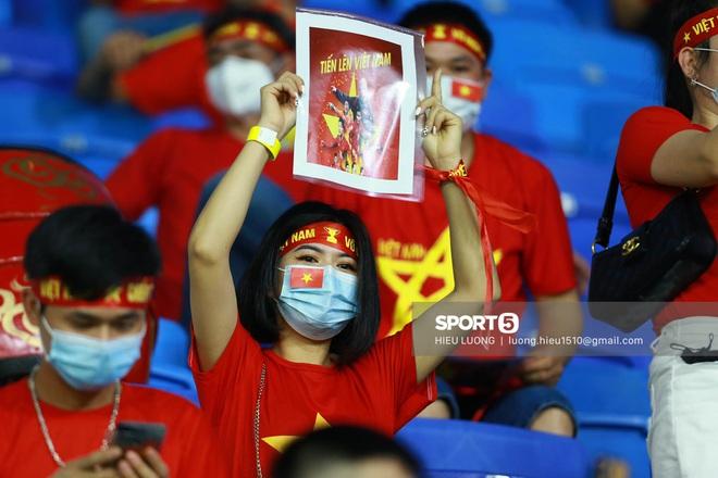 Nhan sắc trên khán đài: Việt Nam đè bẹp Malaysia - ảnh 7