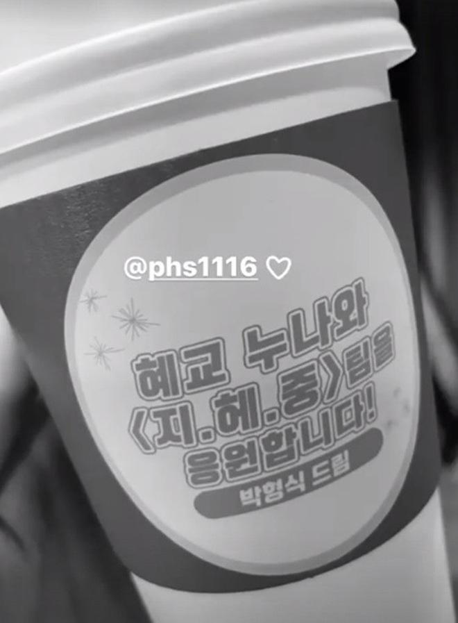 Song Hye Kyo check-in bên bữa tiệc thịnh soạn gây choáng chưa từng thấy, nhân vật bí ẩn nào gửi tặng đây? - ảnh 10