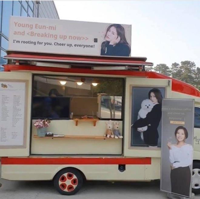 Song Hye Kyo check-in bên bữa tiệc thịnh soạn gây choáng chưa từng thấy, nhân vật bí ẩn nào gửi tặng đây? - ảnh 12