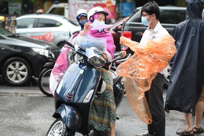 Rich kid Hà Nội được hộ tống trên xe bạc tỷ đi thi vào lớp 10 - ảnh 9