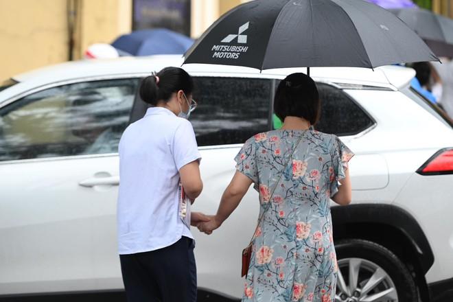 Rich kid Hà Nội được hộ tống trên xe bạc tỷ đi thi vào lớp 10 - ảnh 6