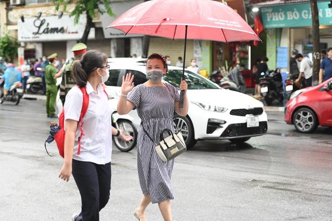 Rich kid Hà Nội được hộ tống trên xe bạc tỷ đi thi vào lớp 10 - ảnh 7