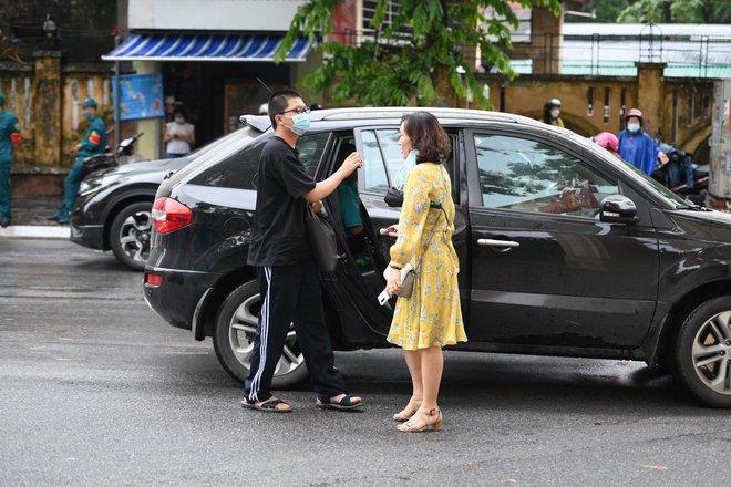 Rich kid Hà Nội được hộ tống trên xe bạc tỷ đi thi vào lớp 10 - ảnh 8