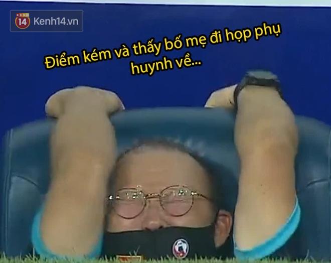 Loạt ảnh chế đội tuyển Việt Nam nở rộ sau trận gặp Malaysia: Duy Mạnh gắt gỏng cũng không hài bằng HLV Park Hang-seo! - ảnh 5