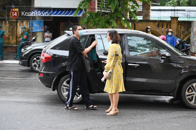 Rich kid Hà Nội được hộ tống trên xe bạc tỷ đi thi vào lớp 10 - ảnh 4