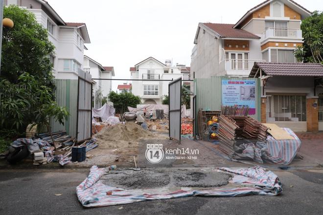 Trực tiếp thăm biệt thự của Thuỷ Tiên giữa ồn ào: Đã đập đi hoàn toàn để xây mới, công trình che kín, thông tin chủ đầu tư gây chú ý - ảnh 3